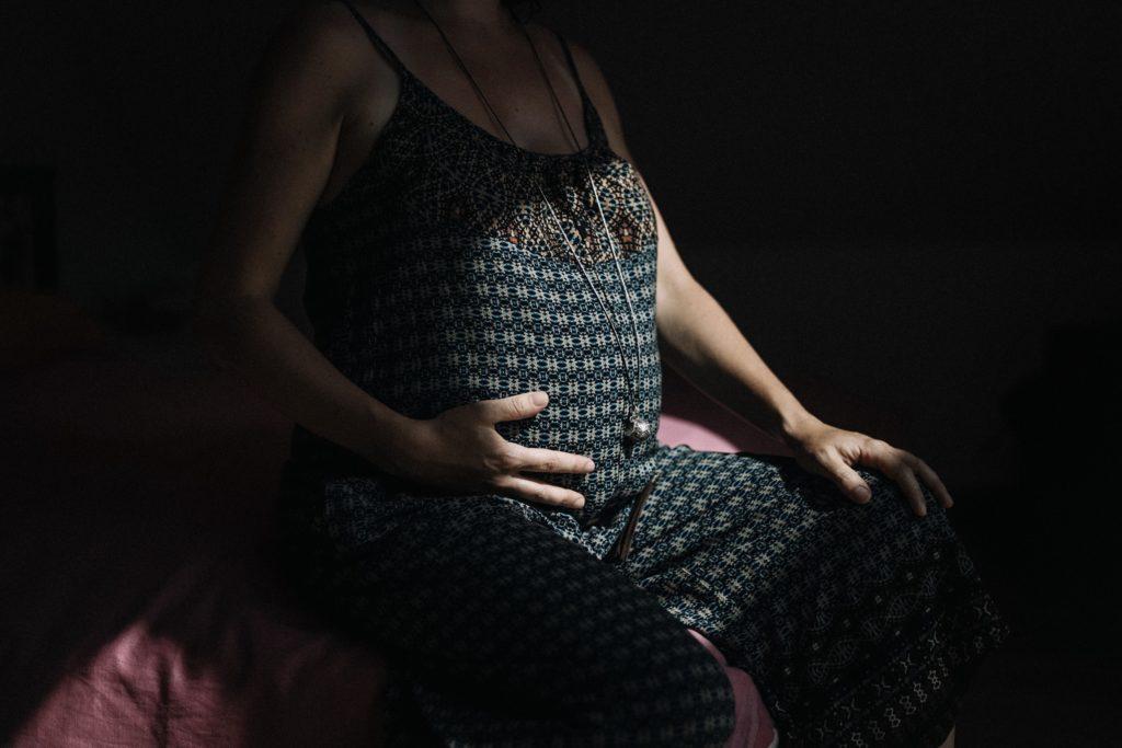 photographe-lifestyle-grossesse-maternite-france-alsace-strasbourg